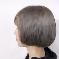 内巻き ボブ グレージュ モード ヘアスタイルや髪型の写真・画像