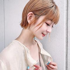 ショートヘア ナチュラル ショートカット 切りっぱなしボブ ヘアスタイルや髪型の写真・画像