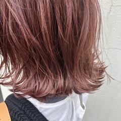 フェミニン 切りっぱなしボブ 秋ブラウン レッド ヘアスタイルや髪型の写真・画像