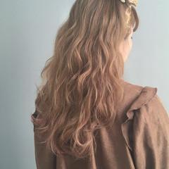 ゆるふわ ベージュ ウェーブ グラデーションカラー ヘアスタイルや髪型の写真・画像