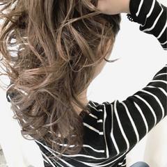 簡単ヘアアレンジ パーマ セミロング エレガント ヘアスタイルや髪型の写真・画像