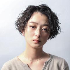 デート パーマ アンニュイほつれヘア ショート ヘアスタイルや髪型の写真・画像