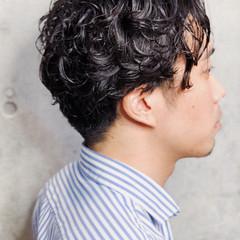 ナチュラル メンズカット メンズパーマ 色気 ヘアスタイルや髪型の写真・画像