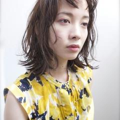 くせ毛風 ナチュラル アッシュ 外国人風 ヘアスタイルや髪型の写真・画像