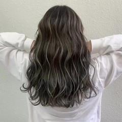 グレージュ ロング ブリーチ ハイライト ヘアスタイルや髪型の写真・画像