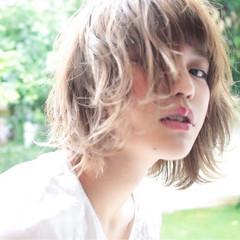 ウェーブ デート アンニュイ アウトドア ヘアスタイルや髪型の写真・画像