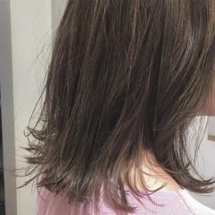 切りっぱなし ミディアム ミルクティー ナチュラル ヘアスタイルや髪型の写真・画像