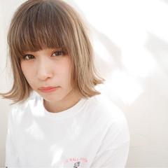外国人風 ハイライト 前髪あり アッシュ ヘアスタイルや髪型の写真・画像