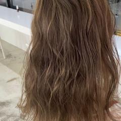 極細ハイライト ベージュ ロング ミルクティーベージュ ヘアスタイルや髪型の写真・画像