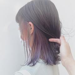 ピンクバイオレット フェミニン グレージュ インナーカラー ヘアスタイルや髪型の写真・画像