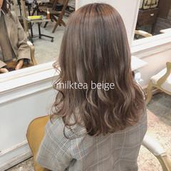 ミルクティーベージュ 外国人風カラー ロング グレージュ ヘアスタイルや髪型の写真・画像