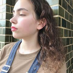 デート パーマ 無造作パーマ 抜け感 ヘアスタイルや髪型の写真・画像