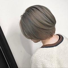ベージュ ショート アッシュベージュ ストリート ヘアスタイルや髪型の写真・画像