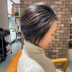 ショートヘア イルミナカラー 大人ハイライト ダメージレス ヘアスタイルや髪型の写真・画像