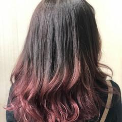 レッドブラウン グラデーションカラー セミロング ボルドー ヘアスタイルや髪型の写真・画像