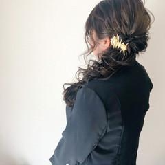 セミロング ブライダル 編みおろし フェミニン ヘアスタイルや髪型の写真・画像