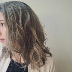 ハイライト バレイヤージュ ミディアム ナチュラル ヘアスタイルや髪型の写真・画像