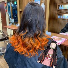 セミロング ハイライト インナーカラー オレンジカラー ヘアスタイルや髪型の写真・画像