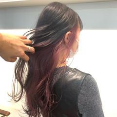 グレージュ インナーカラー ベリーピンク ロング ヘアスタイルや髪型の写真・画像