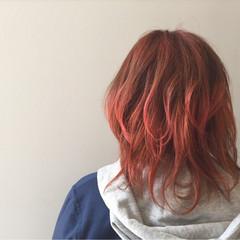 個性的 ミディアム ブリーチ グラデーションカラー ヘアスタイルや髪型の写真・画像