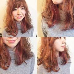 セミロング インナーカラー ピンク イエロー ヘアスタイルや髪型の写真・画像