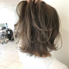 ハイトーン グレージュ フェミニン ダブルカラー ヘアスタイルや髪型の写真・画像