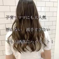 バレイヤージュ ハイライト ハイトーンカラー ナチュラル ヘアスタイルや髪型の写真・画像