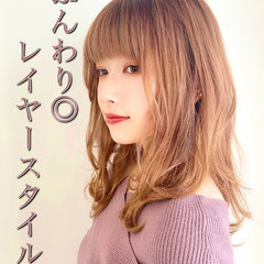 小顔ヘア ナチュラルベージュ 大人可愛い レイヤーカット ヘアスタイルや髪型の写真・画像