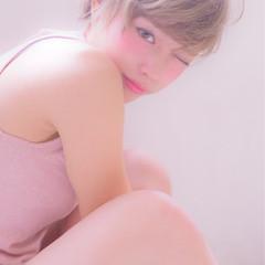 ショート フェミニン グレージュ イルミナカラー ヘアスタイルや髪型の写真・画像