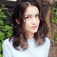 ミディアム グラデーションカラー 外国人風 ナチュラル ヘアスタイルや髪型の写真・画像