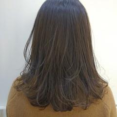 アッシュ グレージュ セミロング ナチュラル ヘアスタイルや髪型の写真・画像
