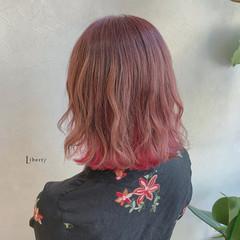 ベリーピンク インナーカラー ピンク ミディアム ヘアスタイルや髪型の写真・画像