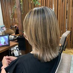 ミディアム バレイヤージュ 外国人風 ハイライト ヘアスタイルや髪型の写真・画像