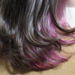 インナーカラー パープル ピンク セミロング ヘアスタイルや髪型の写真・画像