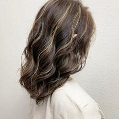 ガーリー コントラストハイライト ミルクティー セミロング ヘアスタイルや髪型の写真・画像