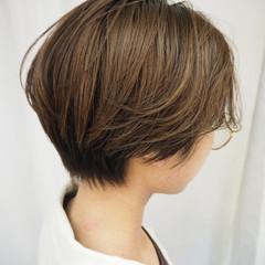 モード ショートヘア ミルクティーベージュ ブリーチ ヘアスタイルや髪型の写真・画像