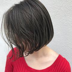 ショートボブ ハイライト ナチュラル 外ハネ ヘアスタイルや髪型の写真・画像