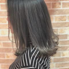 ミディアム グレージュ フェミニン 透明感 ヘアスタイルや髪型の写真・画像