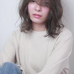 ミルクグレージュ モテ髪 ミディアム ストリート ヘアスタイルや髪型の写真・画像