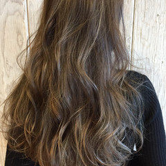グラデーションカラー ウェーブ ナチュラル 外国人風カラー ヘアスタイルや髪型の写真・画像