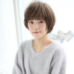 小顔 グレージュ 大人女子 ショートボブ ヘアスタイルや髪型の写真・画像