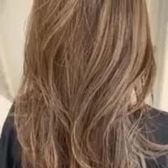 エレガント グレージュ ハイライト ロング ヘアスタイルや髪型の写真・画像