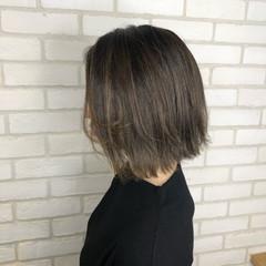 グレージュ アディクシーカラー ベージュ デート ヘアスタイルや髪型の写真・画像