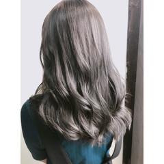 フェミニン セミロング アッシュグレージュ グレージュ ヘアスタイルや髪型の写真・画像