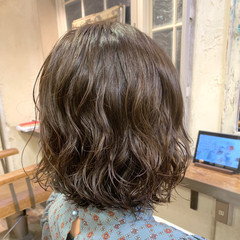 切りっぱなしボブ 大人かわいい ボブ ゆるふわパーマ ヘアスタイルや髪型の写真・画像
