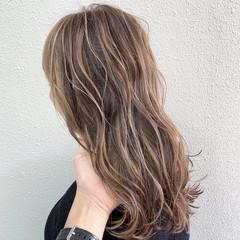 ブリーチ フェミニン ハイライト ミルクティーベージュ ヘアスタイルや髪型の写真・画像