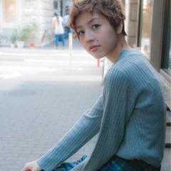 小顔 ハイライト ショート ストリート ヘアスタイルや髪型の写真・画像