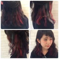 レッド インナーカラー ガーリー フェミニン ヘアスタイルや髪型の写真・画像