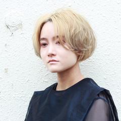 モード ブリーチカラー ミディアム モテボブ ヘアスタイルや髪型の写真・画像