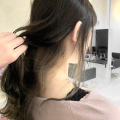 インナーカラー ホワイトベージュ 外国人風カラー セミロング ヘアスタイルや髪型の写真・画像